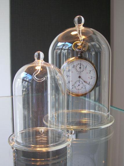 Geblazen glazen horlogestolpen met glazen voet,  in diverse maken leverbaar